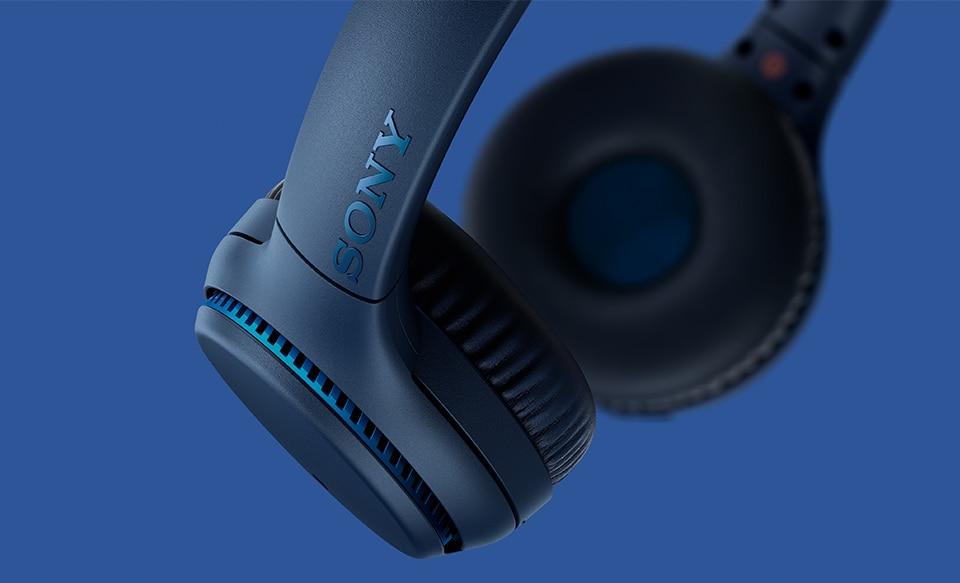 Удобные беспроводные наушники Sony WH-XB700 с технологией EXTRA BASS™