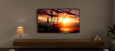 Изображение телевизора с включенной технологией Ambient Optimisation в гостиной