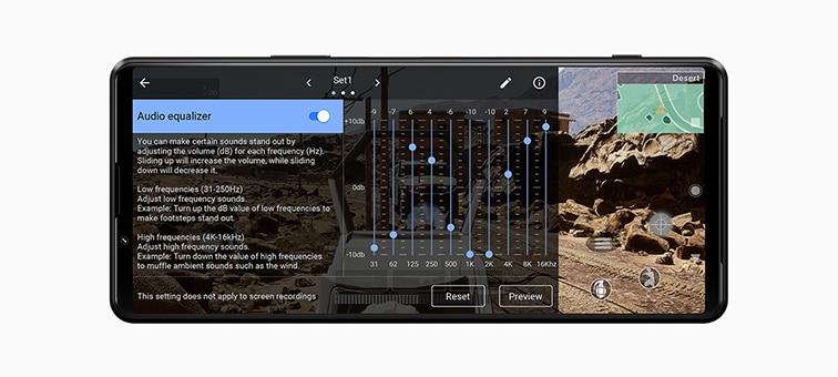 Сцена из игры с наложенным интерфейсом параметров звука