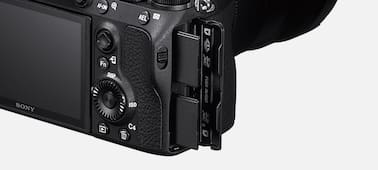 Изображение Камера α7R III с полнокадровой 35-миллиметровой матрицей и автофокусировкой