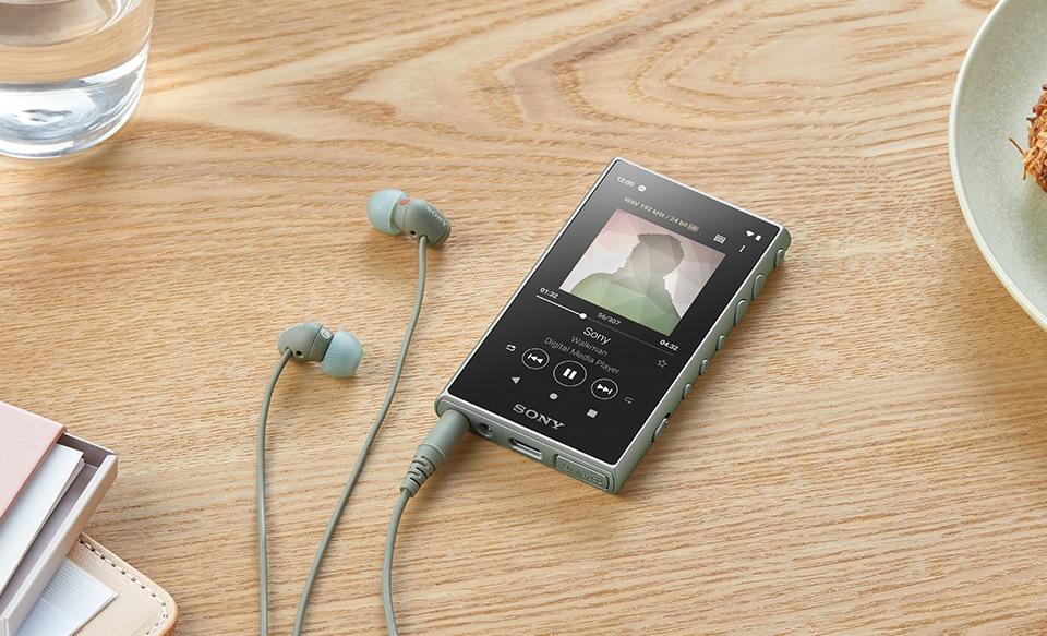 Плеер NW-A100 Walkman красного цвета с совместимыми наушниками