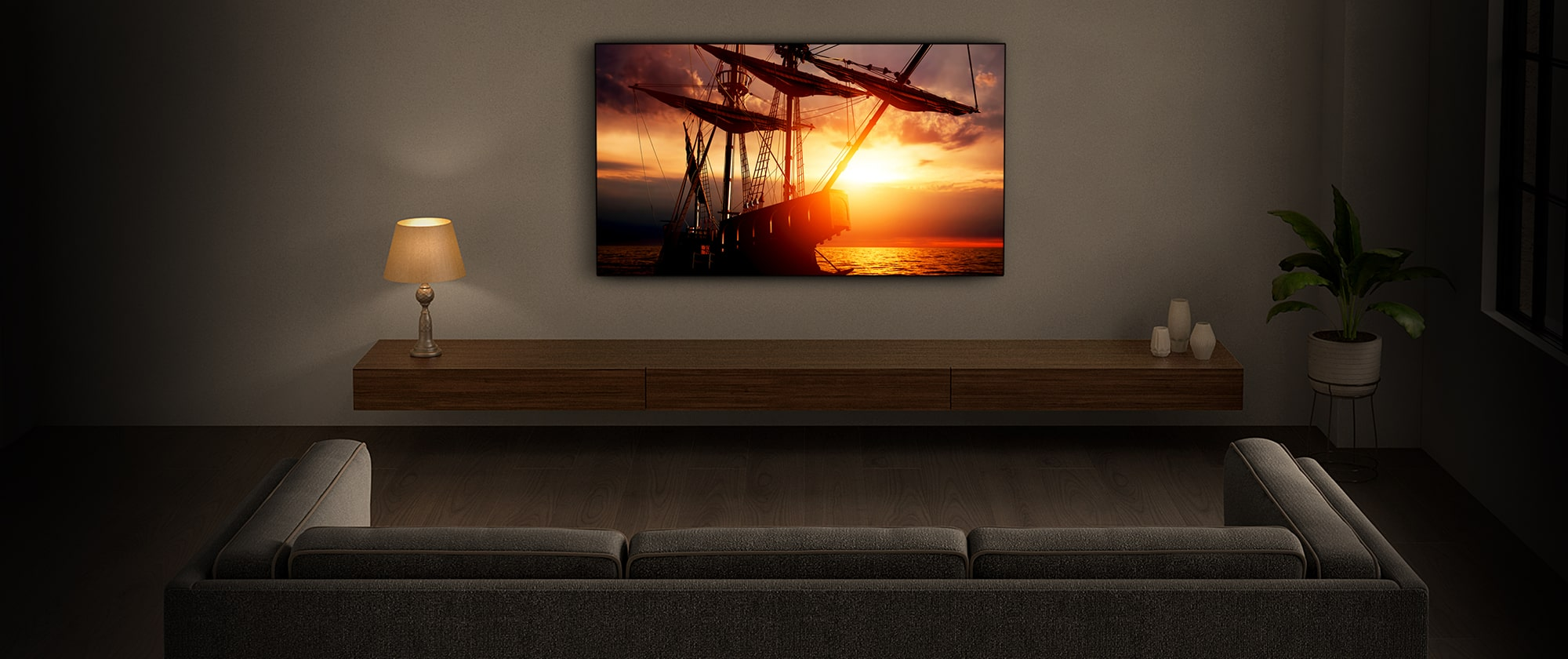 Широкоэкранный телевизор в гостиной передает атмосферные изображение и звук