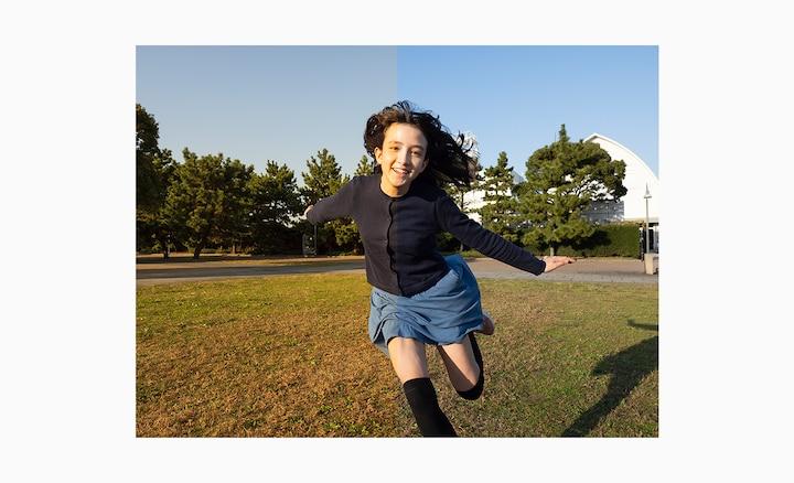 Девушка в парке, бегущая по направлению к камере. Изображение разделено на две части, чтобы показать разницу в качестве между форматом RAW и сжатыми файлами
